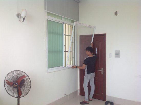 Màu sắc cửa lưới tươi sáng giữ được nét thẩm mỹ cho ngôi nhà