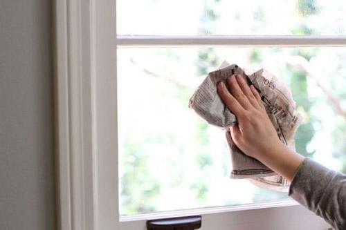 Vệ sinh, bảo dưỡng và cách sử dụng cửa lưới chống muỗi tự cuốn