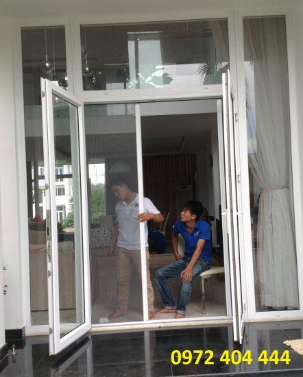 Công ty Lương Tiến lắp đặt cửa lưới cho biệt thự cao cấp