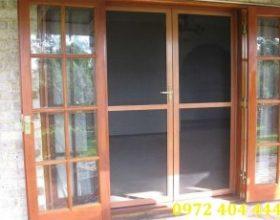 Cửa lưới chống muỗi cho cửa chính