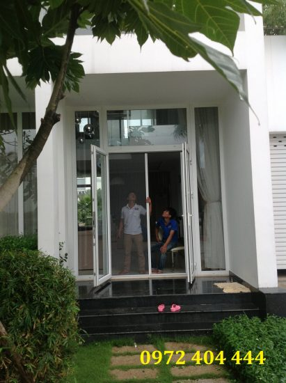 Công ty Lương Tiến thi công cửa lưới cho chung cư cao cấp