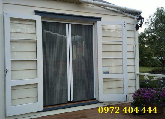 Cửa lưới dạng xếp 2 cánh cho cửa sổ